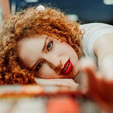vöröshajú lány