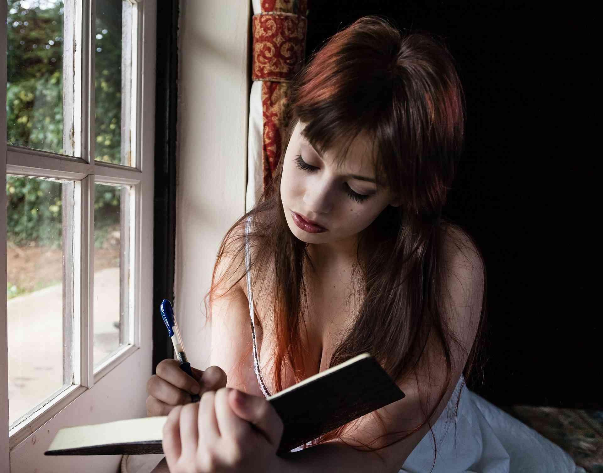 naplót író lány
